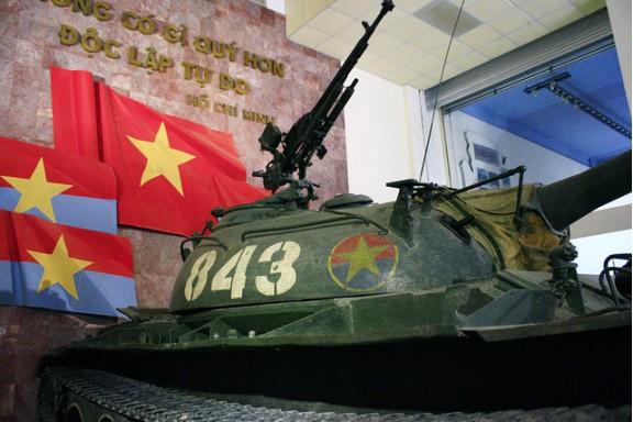 Chuyện ít người biết về hai chiếc xe tăng húc đổ cổng Dinh Độc Lập 42 năm trước