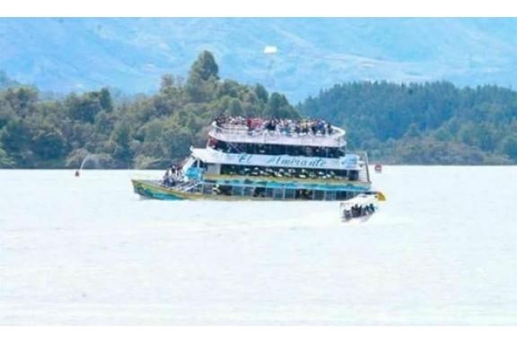 Chìm tàu Du lịch chở 150 người tại Colombia