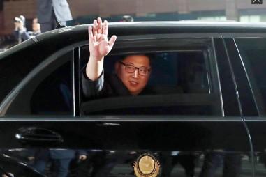 Cận cảnh đoàn xe chở ông Kim Jong-un rời sân bay Changi