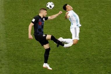 Croatia đá như lên đồng, Argentina vào cửa tử