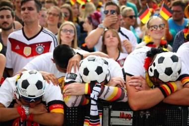 Cổ động viên Đức bị sốc bởi thất bại World Cup sau 80 năm