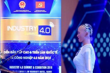 Xem Robot trả lời con người tại Triển lãm Công nghiệp 4.0 Việt Nam