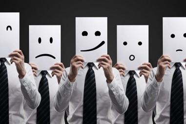Tiết chế cảm xúc khi viết về các nhân vật giải trí