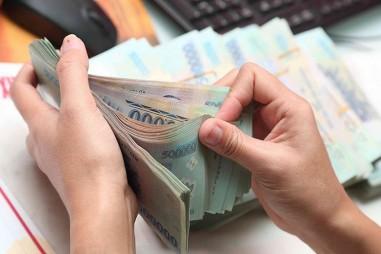 Nhiều ngân hàng tăng lãi suất tiền gửi để cân đối nguồn vốn