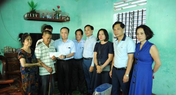 Hội Nhà báo Việt Nam thăm, tặng quà gia đình nhà báo liệt sỹ