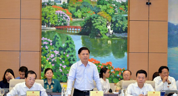 Chất vấn Bộ trưởng Nguyễn Văn Thể về việc xã hội hoá cảng hàng không sân bay
