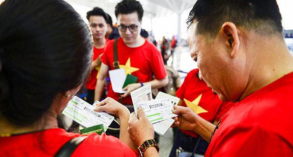 Cổ động viên vượt hàng ngàn km cổ vũ U22 Việt Nam