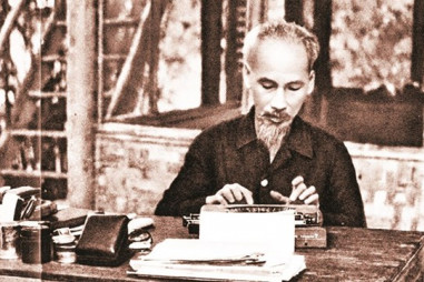 Tấm gương viết báo, làm báo và giữ gìn sự trong sáng tiếng Việt của Bác Hồ