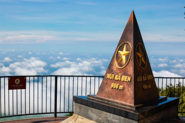 Núi Bà Tây Ninh đẹp ngỡ ngàng từ trên cao