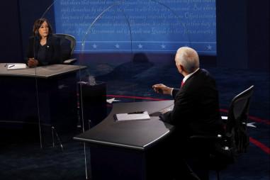 Ứng cử viên Phó Tổng thống tranh cãi về cuộc chiến chống Covid-19 trong phiên tranh luận