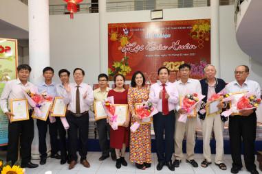 Tạp chí Người Làm Báo vinh dự nhận giải thưởng báo chí về Khánh Hòa