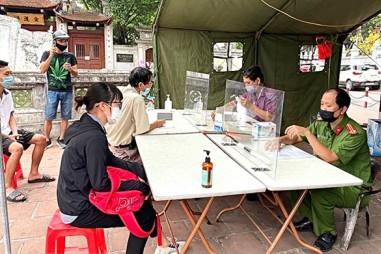 Hà Nội tiếp tục xử phạt hơn 1.000 người vi phạm phòng chống dịch