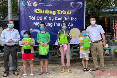 Hội Nhà báo Phú Yên mang trung thu ấm áp đến trẻ thơ